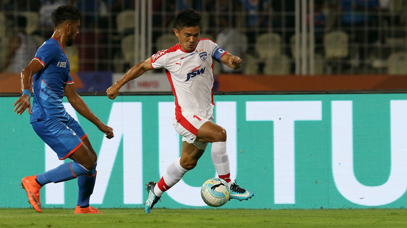 Sunil Chhetri of Bengaluru FC  in action during match 12 of the Hero Indian Super League between FC Goa and Bengaluru FC   held at the Jawaharlal Nehru Stadium, Goa, India on the 30th November 2017  Photo by: Faheem Hussain / ISL / SPORTZPICS
